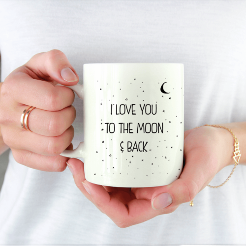 """Kaffe krus med teksten """"I Love You to the Moon and back"""""""
