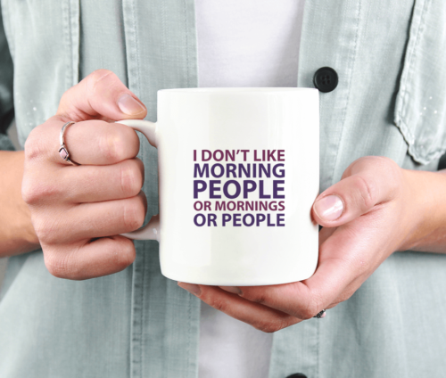 "Krus med teksten ""I don't like morning people or mornings or people"""