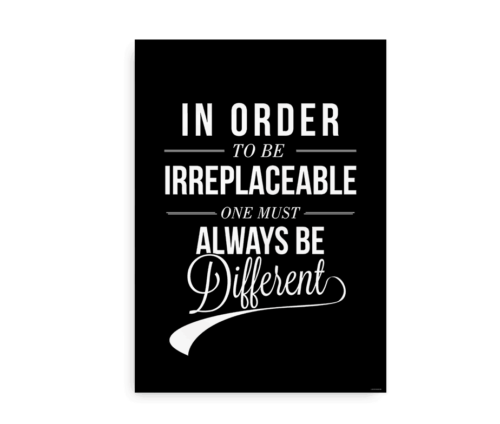 """""""In order to be irreplaceable one must always be different"""" - plakat med citat"""
