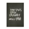 """Plant Smiles, Grow Laughter, Harvest Love"" - plakat med citat"