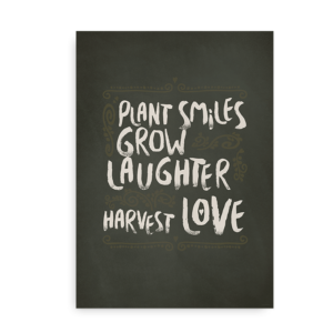 """Plant Smiles, Grow Laughter, Harvest Love"" - plakat med citat"