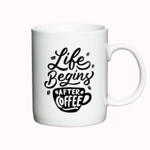 "Krus med teksten ""Life begins after coffee"""